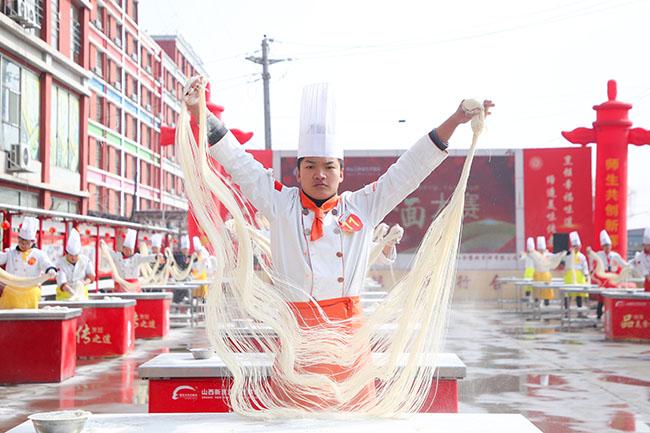 山西新东方烹饪学校百人拉面大