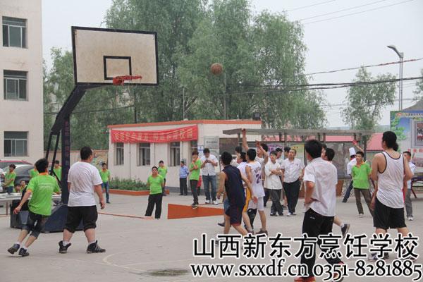 """尖锋对决 引爆篮球魅力!""""新东方""""杯校园篮球赛火热开赛!"""