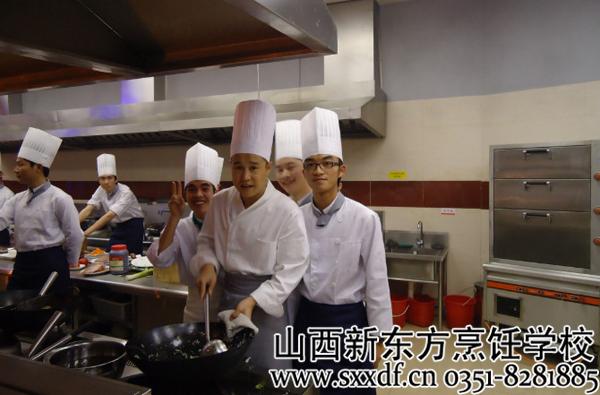 走进酒店后厨 探访新时代厨师的工作环境