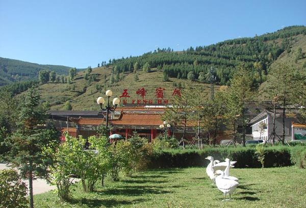 五台山五峰宾馆坐落在五台山风景名胜区台怀镇,是山西省忻州市