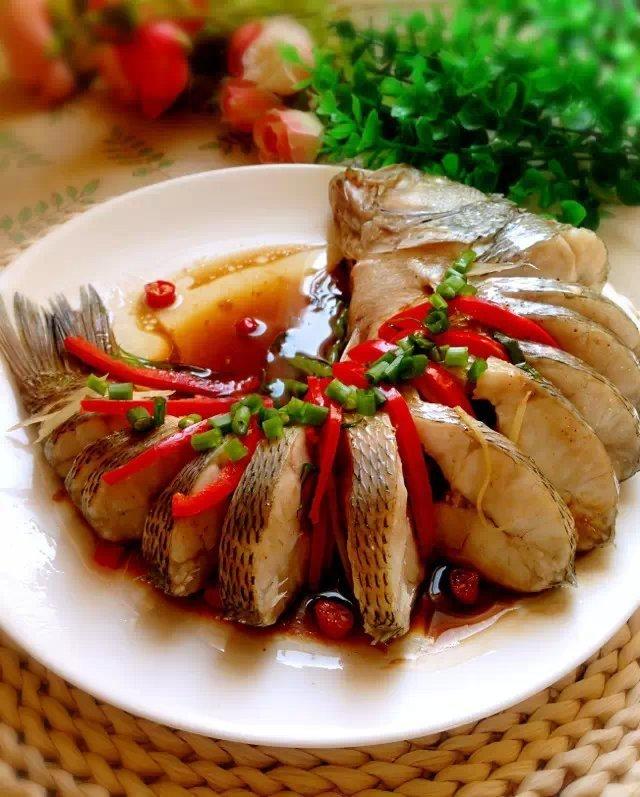 年夜饭菜谱大全——清蒸鲈鱼