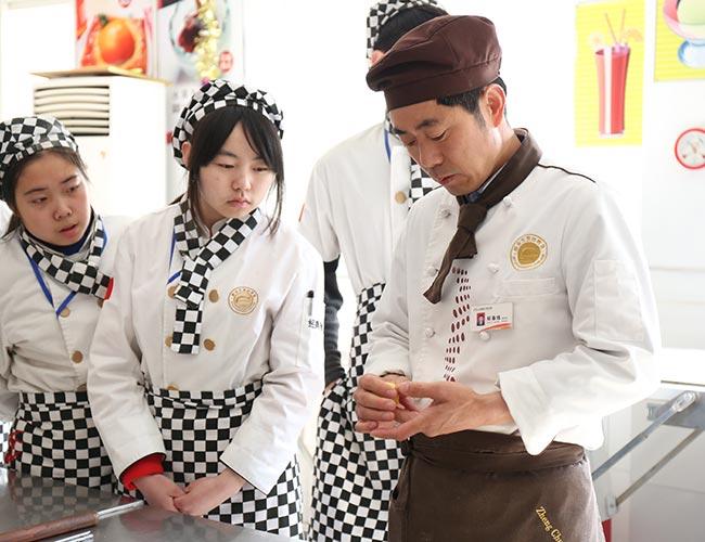 面点师_西式面点师技师—郑春练|山西太原新东方烹饪学校|新东方厨师